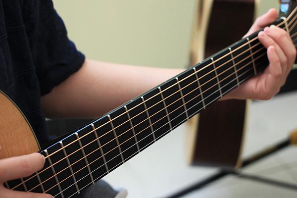 彈吉他手痛 - 檢查弦距法