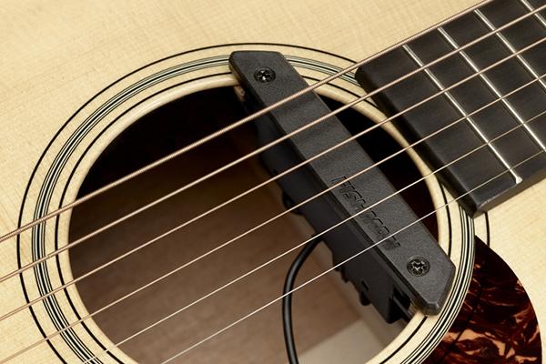 木吉他拾音器 - 響孔式