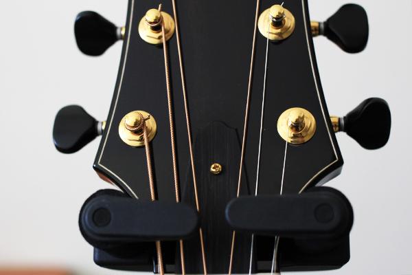吉他弦距 - 調整孔護蓋